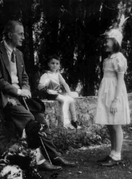 lorenzo scaretti with family in 1947